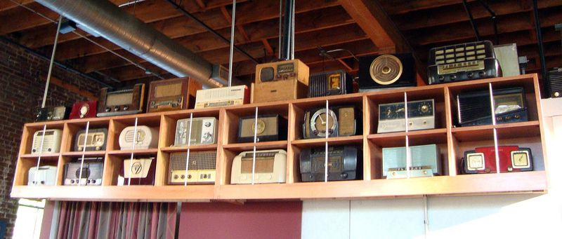 vintage radio collection in Sqwires pub St. Louis