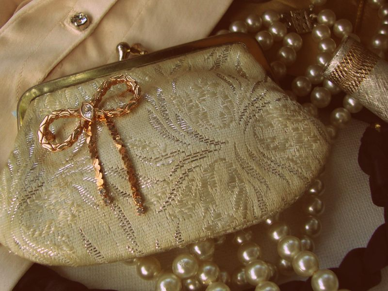 vintage, bridal, purse, coin purse, accessories, pearls, gloves, lipstick, bows, paris, chic
