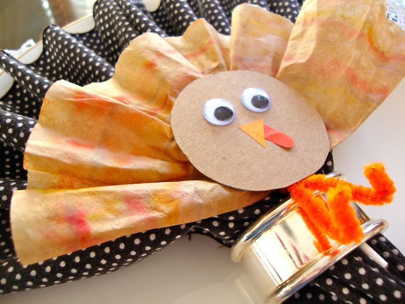 Gobble Pops!  DIY Coffee Filter Turkey Lollipop Favors for Thanksgiving