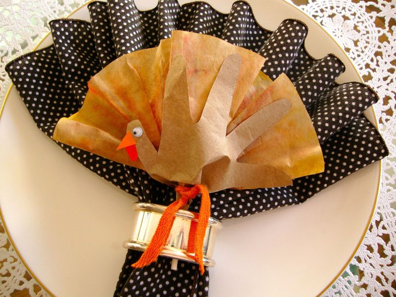 Napkin Ring Fan Folded Napkin with Thanksgiving Turkey Lollipop Favor