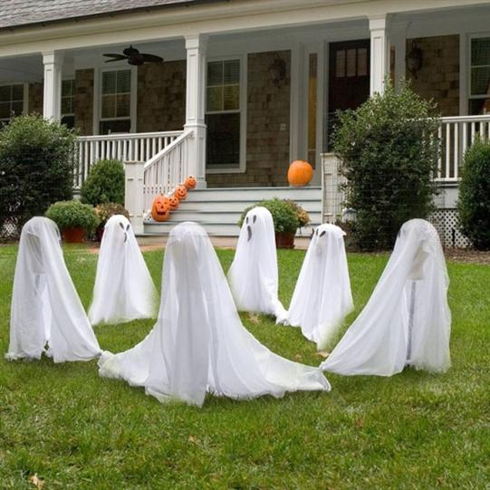 White-ghost-garden-outdoor-Hallowen-decoration-design-ideas