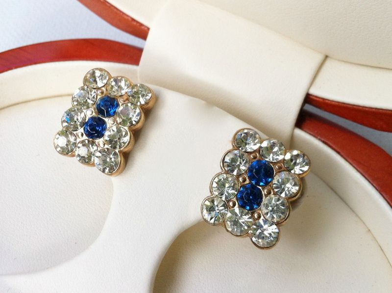 Gorgeous vintage rhinestone earrings...great something blue for any bride!