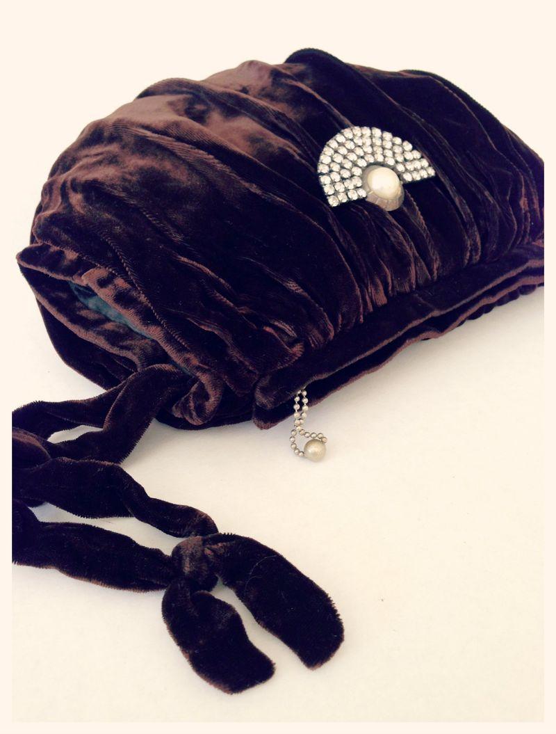 Gorgeous vintage velvet muff...with hidden purse.