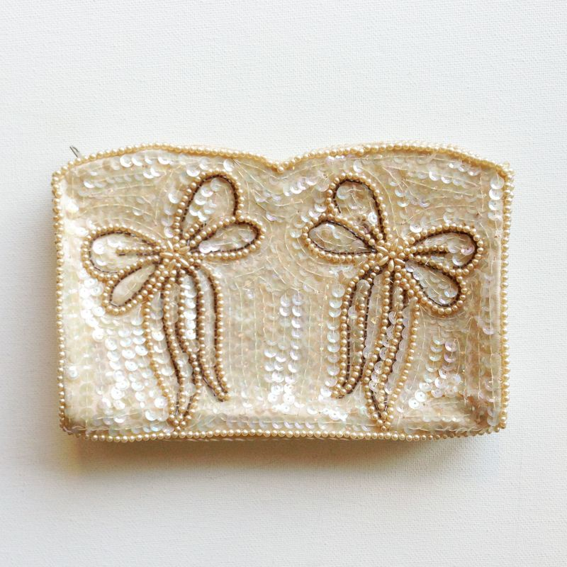 Gorgeous vintage sequin purse with bows!