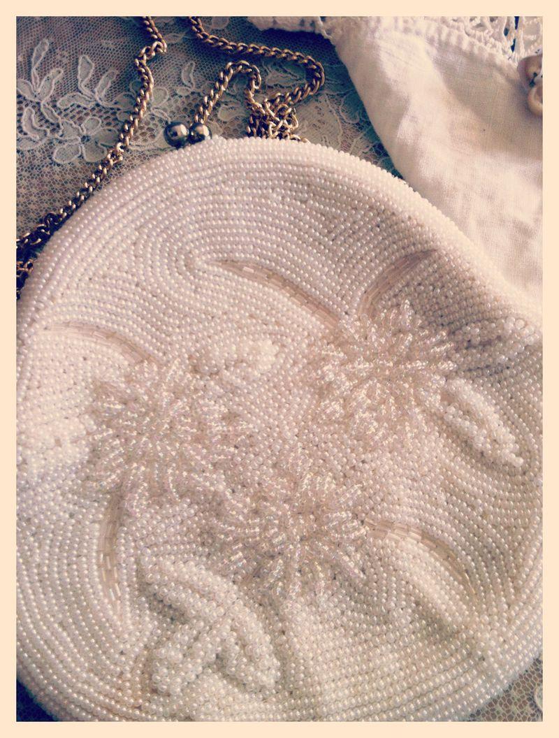 Gorgeous vintage white beaded purse.