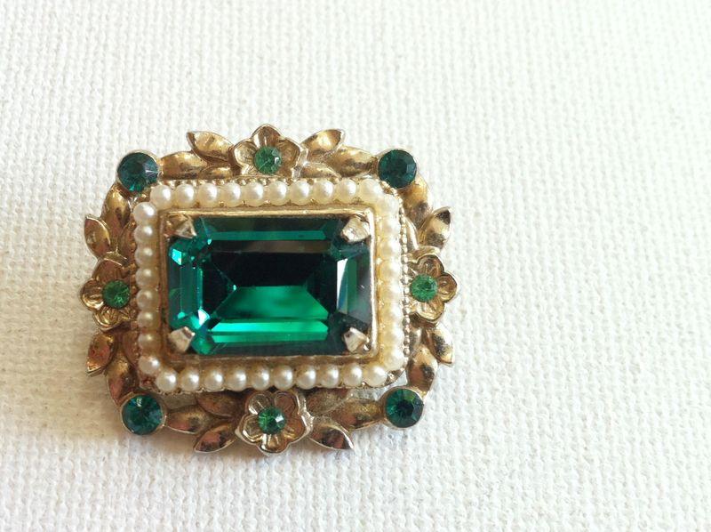 Vintage emerald green Coro brooch...love this!