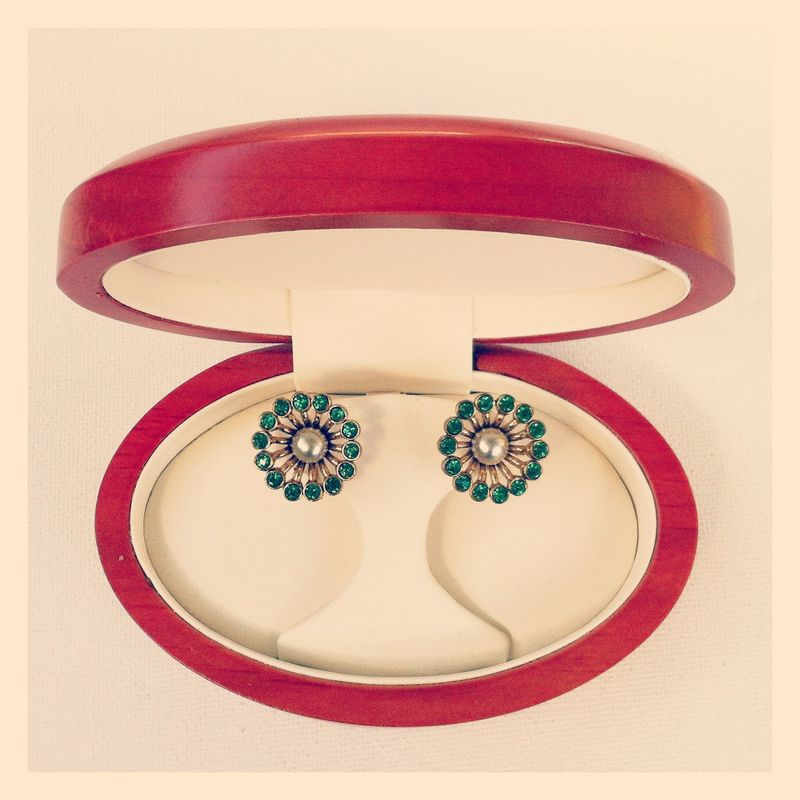 Gorgeous vintage Coro earrings...love the emerald green!