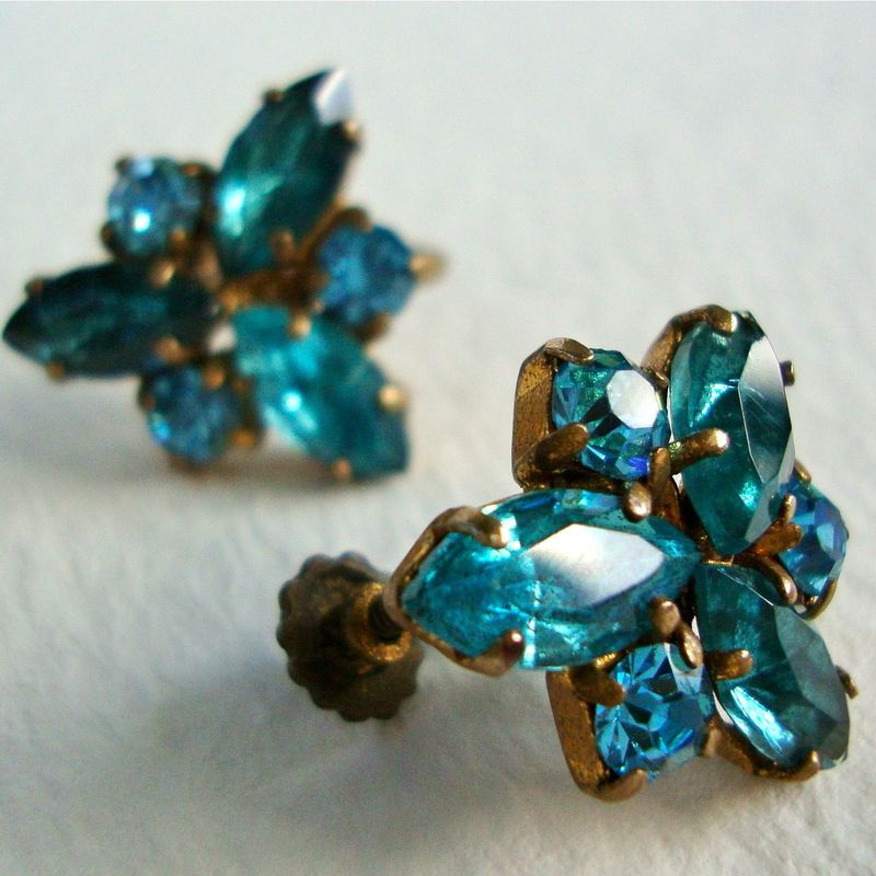 Love the intense color of thes vintage blue rhinestones...