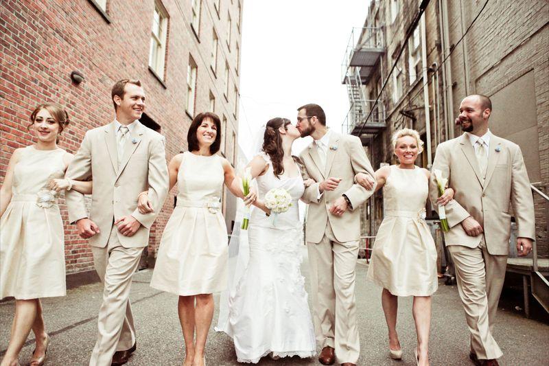 Great wedding party photo by Kaylee Eylander.   http://eylanderphotography.com/