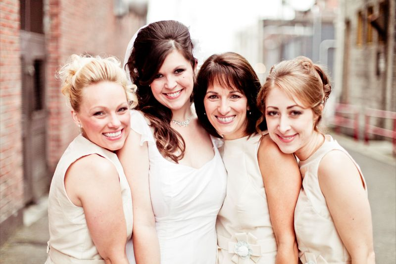 Beautiful bride and her lovely maids.  Photo by Kaylee Eylander | http://eylanderphotography.com/